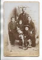 Photographie Ancienne Vers 1900 Sur Support épais, D' Une Famille. Studio H. GAUDICHON à BOURG ( Ain ) - Personnes Anonymes