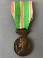 MEDAILLE De La MARNE (Provenant Du Cadre Vitrine Fabriqué Par Le Propriétaire Qui était Sculpteur J. T.. Non Compris) - Médailles & Décorations