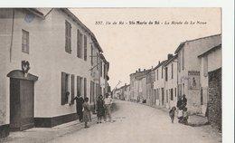 ILE DE RE (17). SAINTE MARIE DE RE. La Route De La Noue, Animée. Plaque Chocolat Menier - Ile De Ré