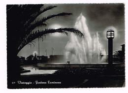 V4820 Viareggio (Lucca) - Fontana Luminosa - Notturno Notte Nuit Night Nacht Noche / Viaggiata 1956 - Viareggio
