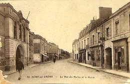 CPA - France - (44) Loire Atlantique - Nort Sur Erdre - La Rue Des Halles Et La Mairie - Nort Sur Erdre