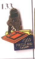 S133 Pin's PHOTO Presse Labo Qualité Egf Plume D'oie Labo Achat Immédiat - Fotografie