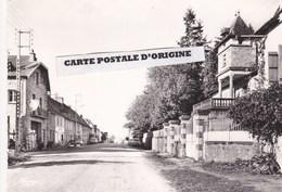 12 - LANUEJOULS - L'ARRIVEE CÔTE RODEZ - GARAGE FINA - Andere Gemeenten