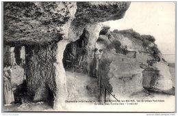 17 MESCHERS LES BAINS --- Les Grottes Habitées - - Meschers