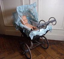 Jolie Poussette Ancienne Avec Baigneur, Années 40/50 - Toy Memorabilia