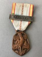 Médaille Commémoration Guerre 1939-1945 (Provenant Du Cadre Fabriqué Le Propriétaire était Sculpteur JT... - Médailles & Décorations