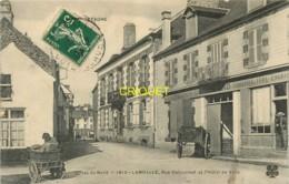 22 Lamballe, Rue Delourmel Et Hotel De Ville, Femme Qui Livre Du Pain En Charrette, Carte Pas Courante Affranchie 1907 - Lamballe