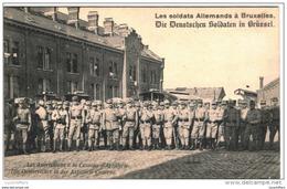 Les Soldats Allemands à Bruxelles -  Les Autrichiens à La Caserne D'artillerie - Vue Animée - 2 Scans - Guerre 1914-18