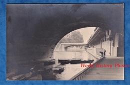 Photo Ancienne Snapshot - PARIS ? - Canot Sous Un Pont - Pêcheur ? - Prés Notre Dame ? - Schiffe