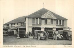 ROUMAZIERES LE MARCHE COUVERT  AVEC VIEUX VEHICULES - France