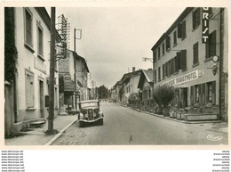 Photo Cpsm 42 NOIRETABLE. Hôtel La Chaumière Rue De La République Voiture Ancienne Devant Pompe à Essence - Noiretable
