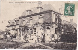 Dépt 27 - LE THUIT-SIMER (143 Hab.) - Place De La Pâture - Très Animée : Café-Tabac-Épicerie RENAUT - Attelage - France