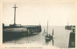 Courseulles Sur Mer - La Jetées Et Le Calvaire    Q 2590 - Courseulles-sur-Mer