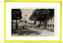 MONTLUCON - Place De La Gare Edit Cim Postée 1951 . Automobile Autobus Car - Montlucon