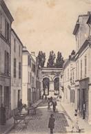 17. .SAINTES. CPA .RUE DE L'ARC DE TRIOMPHE. - Saintes