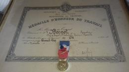 Medaille D Honneur Du Travail En Or Ancienne Avec Diplome - France