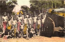 Colonies Françaises - Cochinchine - Les Membres D'un Campement Moi Et Le Chariot Familial à Roues Pleines - Vietnam