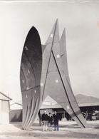 2 PHOTOS ORIGINALES à TOURS (37) Construction Métallique Art Contemporain 17,2 Cm X 12,7 Cm - Photographe J. Germain - Lieux