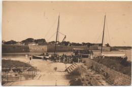 17 ILE D'AIX  Le Quai Au Passage Du Vapeur De La Rochelle - Andere Gemeenten