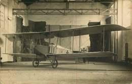 180320D - CARTE PHOTO - AVIATION Avion Dans Hangar Croix - Cachet Postal BESANCON - Fokker D7 ? - Aviation