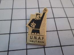 712E  Pin's Pins / Beau Et Rare / THEME : SPORTS / ARBITRE FOOTBALL UNAF HAUT-RHIN - Voetbal
