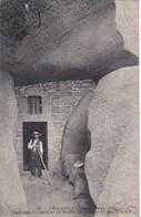 TREGASTEL - Troglodyte à L'intérieur Du Rocher Du Sauveur Du Monde - Animé - Trégastel