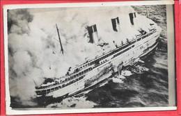 Carte Photo De L'incendie Du Paquebot Atlantique 4 Janvier 1933 Lagre De Guernesey Parfait état - Paquebots