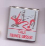 SP385 Pin's Gym Gymnastique Gala France URSS 92 Ruban Poutre Achat Immédiat - Gymnastique