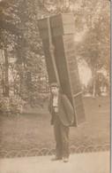 (St. ETIENNE : Carte-photo D'un Porteur De Boîtes. ( Existe également En CPA Normale.) - Saint Etienne