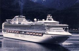 Cruise Ship Princess Cruise Line  The Diamond Princess In Alaska - Passagiersschepen