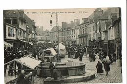 35 - DOL De BRETAGNE - Grande Rue Un Jour De Marché  - 2190 - Dol De Bretagne