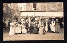 RARE - Belle Carte Photo - Pontmain (53 Mayenne) Personnel Devant L'Hôtel Notre-Dame P. JASLET ( G. Mabire Fougeres) - Pontmain