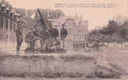 Armée Belge - Bruxelles - Caserne Du 4è R A A Drève Ste Anne - Pas Circulé - Animée - TBE - Casernes
