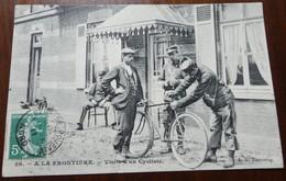 A LA FRONTIERE - VISITE D UN CYCLISTE - Douane