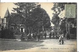 PERSAN   LA SORTIE DE L USINE DE FER   PERSONNAGES      DEPT 95 - Persan