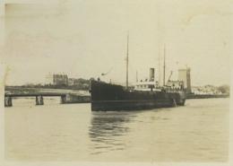 Les Sables D'Olonne . Bateau à Vapeur Dans Le Port . Tour De La Chaume . 1900 . - Lieux