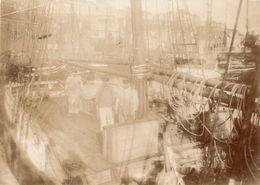 Photo Albuminée. Vie à Bord D'un Voilier Circa 1880 ( Rare ) - Barcos