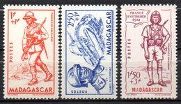 Col17  Colonie Madagascar N° 226 à 228  Neuf XX MNH  Cote : 9,00€ - Madagascar (1889-1960)