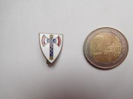 Belle Broche En émail , Armée Militaire , Francisque , Pétain - Hueste