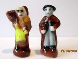 Fèves Brillantes Anciennes - Couple De  Villageois - Antiguos