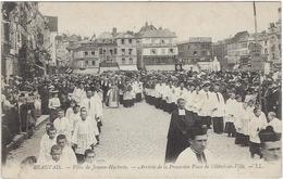 60 Beauvais  Fete De Jeanne Hachette  Arrivee De La Procession  Place De L'hotel De Ville - Beauvais