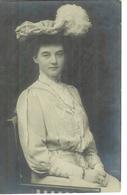 Cpa Carte Photo Jolie Jeune Femme Allemande Habillée Mode 1900 Par Otto Vieweg - Mode