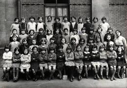 Grand Tirage Photo Original Scolaire - Ecole De Fille Dans La Cour De Récréation Vers 1930/40 - Personnes Anonymes