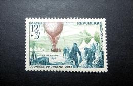 FRANCE 1955 N°1018 ** (JOURNÉE DU TIMBRE 1955. LA POSTE PAR BALLONS. 12F + 3F BLEU-OLIVE ET BRUN) - France