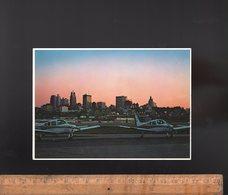 KANSAS CITY USA : Kansas City Skyline  View From Municipal Airport Aéroport Avion Aviation Aircraft Flugzeug Flughafen - Kansas City – Kansas