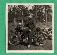 Photographie Motocyclette Moto Tres Petite Photo Non Identifiée ( Format 6cm X 6cm ) - Photos