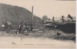 En Nivernais  Le Battage En Plein Champ - France