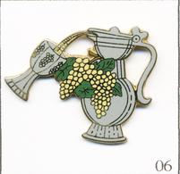 Pin's Boisson / Aiguière Et Coupe Avec Vin Et Grappes. Est. M. Naf. Tirage 100 Exemplaires - N# 051. EGF T720B-06 - Boissons
