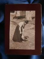 Photo CDV Anonyme - Femme Caressant Une Oie Vers 1900 L280 - Foto's