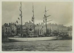 """(Bateaux) Port De Nantes . Le """"Saint-François D'Assise"""" , Navire Hôpital Des Oeuvres De Mer . Terre-Neuve . 1902 . - Bateaux"""